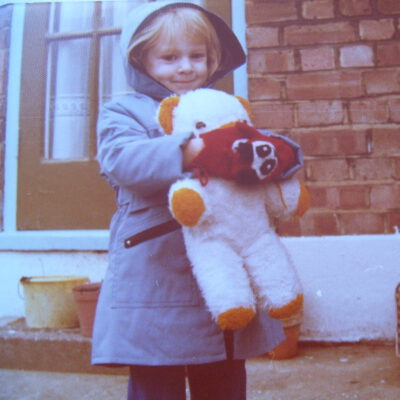 Ich als 5-Jährige im Jahr 1981 bei meinen Großeltern in London.